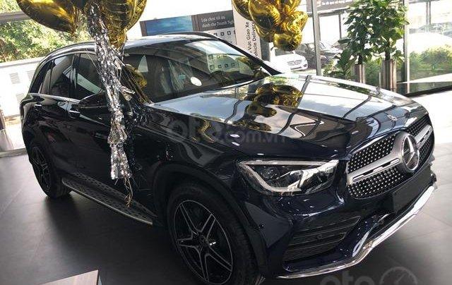 Mercedes GLC300 AMG - 2020, màu xám - kem, xe có sẵn giao ngay0
