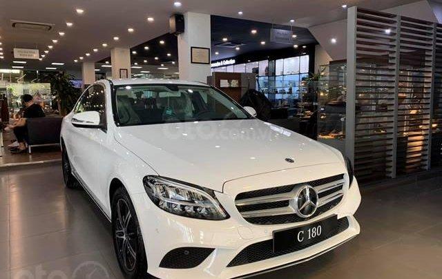 Mercedes C180 - 2020 giảm ngay 55 triệu + tặng bảo hiểm + tặng 2 năm bảo dưỡng miễn phí0