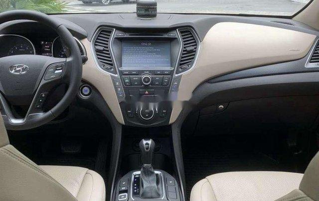 Cần bán Hyundai Santa Fe năm 2017, màu trắng còn mới 9