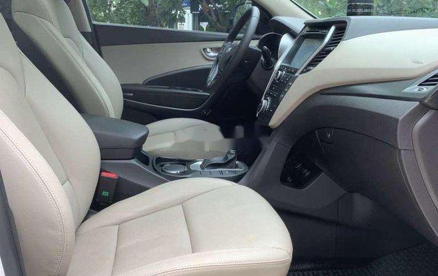 Cần bán Hyundai Santa Fe năm 2017, màu trắng còn mới 7
