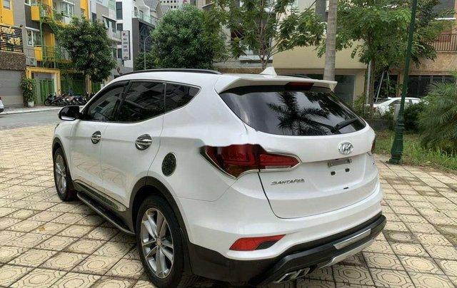 Cần bán Hyundai Santa Fe năm 2017, màu trắng còn mới 3