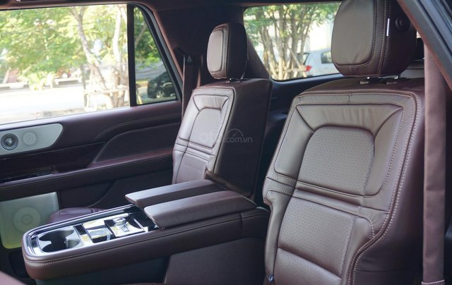Cần bán xe Lincoln Navigator Black Label L mới 100%, xe có sẵn giao ngay tại TP HCM7