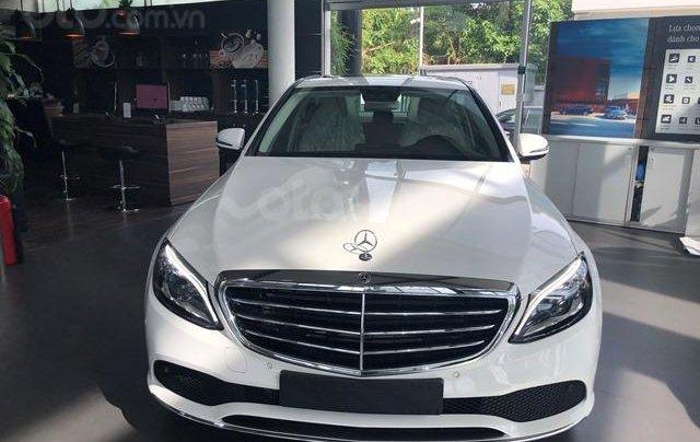 Mercedes C200 Exclusive - 2020 giảm ngay 50tr + tặng BHVC + tặng 2 năm bảo dưỡng miễn phí0