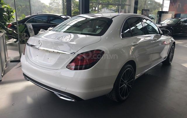 Mercedes C200 Exclusive - 2020 giảm ngay 50tr + tặng BHVC + tặng 2 năm bảo dưỡng miễn phí2