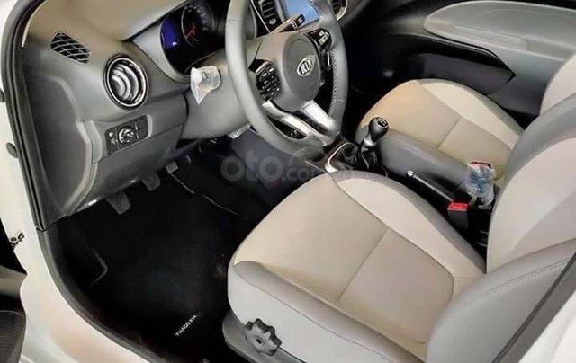 Bán ô tô Kia Soluto 1.4 MT Deluxe đời 2020, màu trắng, 399 triệu1