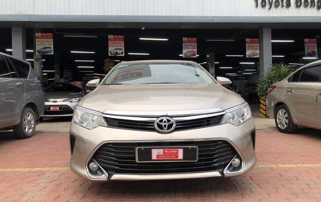 Cần bán Toyota Camry 2.0E số tự động, màu nâu vàng, biển số thành phố, xe cá nhân gia đình sử dụng đi 28.673 km, xe còn rất mới0