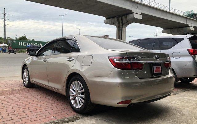 Cần bán Toyota Camry 2.0E số tự động, màu nâu vàng, biển số thành phố, xe cá nhân gia đình sử dụng đi 28.673 km, xe còn rất mới2