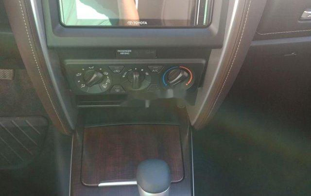 Bán xe Toyota Fortuner 2.4 AT 4X2 sản xuất 2020, tặng 1 năm bảo hiểm thân vỏ6