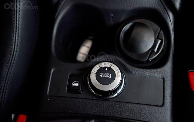 Ưu đãi khủng chưa từng có khi mua xe Nissan X-trail 2.5 đời 2020 màu xanh đen tại Quảng Bình6