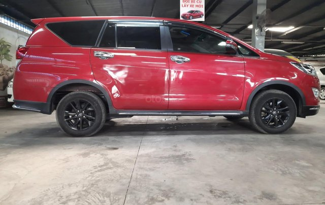 Bán Toyota Innova Venturer đời 2018, màu đỏ, xe gia đình sử dụng đi 38.115 km, đã check hãng, quý khách yên tâm sử dụng1