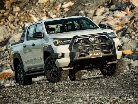 Nam Toyota Kon Tum bán xe Hilux mới nhập khẩu nguyên chiếc0