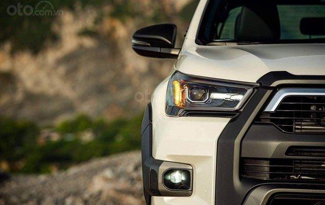 Nam Toyota Kon Tum bán xe Hilux mới nhập khẩu nguyên chiếc1