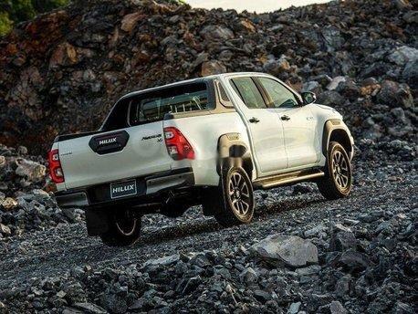 Nam Toyota Kon Tum bán xe Hilux mới nhập khẩu nguyên chiếc3