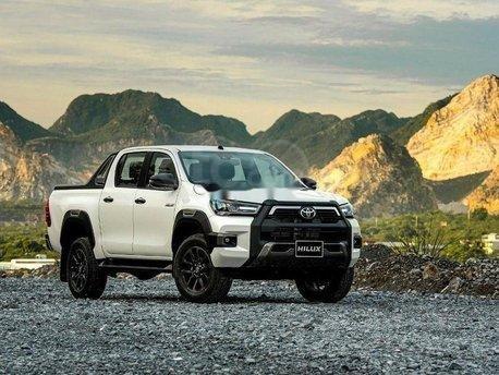 Nam Toyota Kon Tum bán xe Hilux mới nhập khẩu nguyên chiếc4