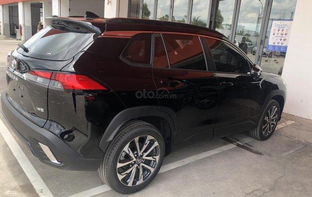 Bán ô tô Toyota Corolla Cross 1.8V màu đen nội thất đỏ giao ngay5