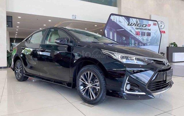 Bán ô tô Toyota Corolla Altis 1.8 E AT năm 2020, màu đen giá cạnh tranh0