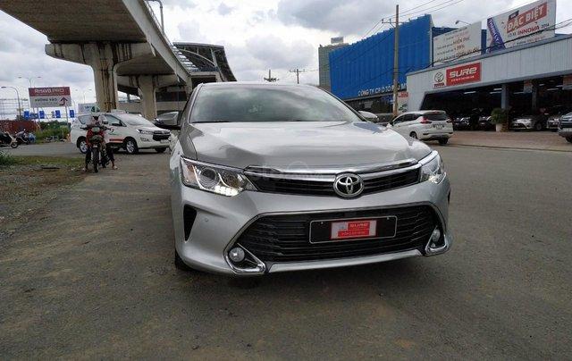 Camry 2.5Q 2017 màu bạc, xe đẹp, biển số Sài Gòn, có trả góp, giá còn fix0