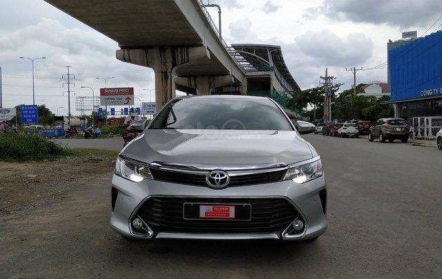 Camry 2.5Q 2017 màu bạc, xe đẹp, biển số Sài Gòn, có trả góp, giá còn fix2