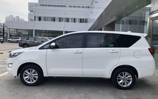 Cần bán xe Toyota Innova 2.0E MT 2018 màu trắng, công ty đi 47.000km - xe chất giá tốt chính hãng3