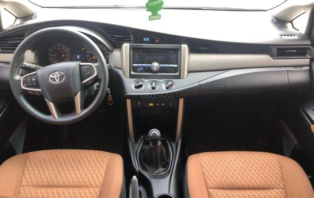 Cần bán xe Toyota Innova 2.0E MT 2018 màu trắng, công ty đi 47.000km - xe chất giá tốt chính hãng8