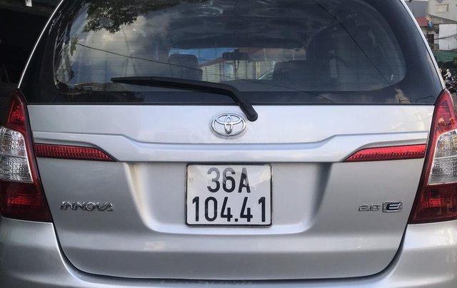 Bán xe Toyota Innova bản E SX 2014 số sàn xe gia đình6