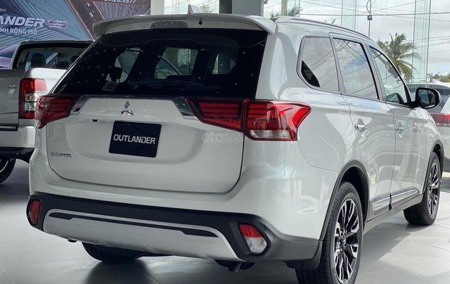 Bán Mitsubishi Outlander năm 2020, giá chỉ 825 triệu, KM hấp dẫn trong tháng, hỗ trợ 100% thuế trước bạ2