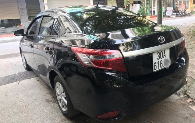 Bán Toyota Vios 2015 số sàn đẹp 300tr1