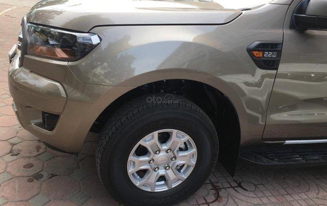 Ford Ranger XLS nhiều ưu đãi nhất VBB, giảm tiền mặt, tặng BHTV, và vô cùng nhiều quà tặng hấp dẫn2