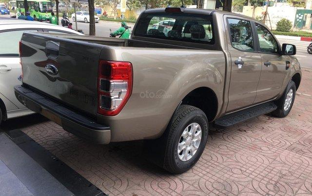 Ford Ranger XLS nhiều ưu đãi nhất VBB, giảm tiền mặt, tặng BHTV, và vô cùng nhiều quà tặng hấp dẫn3