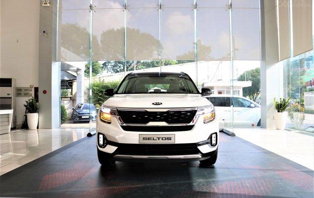 Kia Seltos 1.4 Premium 2020 màu trắng, đưa trước 205 triệu nhận xe0