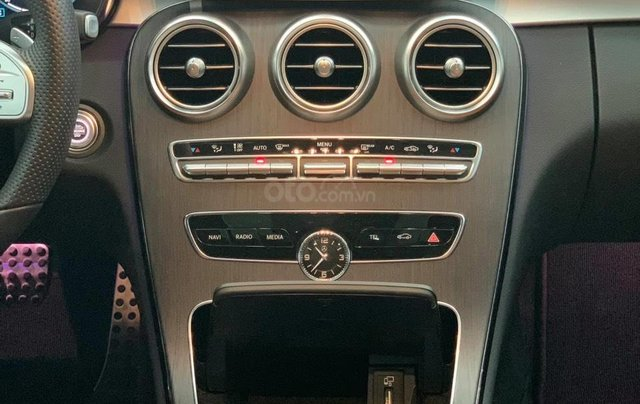 Mercedes C300 AMG 2020, màu trắng, nhập khẩu11