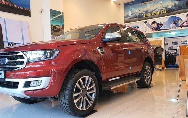 Cần bán xe Ford Everest năm sản xuất 2020, xả kho tháng ngâu2