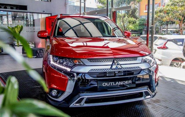 Outlander 2.4, 2 cầu 4WD, 2020 thiết kế đẹp mắt, vận hành êm ái, tiện ích ngập tràn, ưu đãi 50% trước bạ0