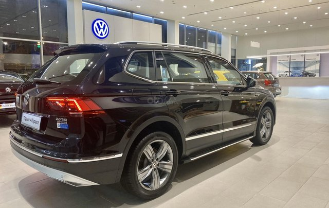 Volkswagen Tiguan Luxury S màu đen - KM cực tốt - giao ngay6
