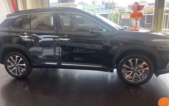Bán Toyota Corolla Cross 1.8V màu đen giao ngay1