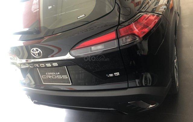 Bán Toyota Corolla Cross 1.8V màu đen giao ngay3