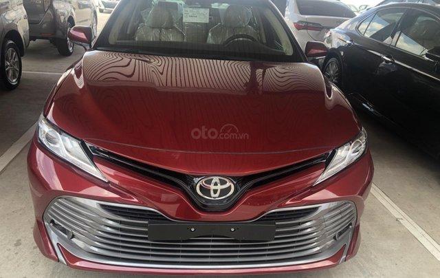 Toyota Camry 2.5Q màu đỏ giao ngay - hỗ trợ vay 80% - thanh toán 380tr nhận ngay xe0
