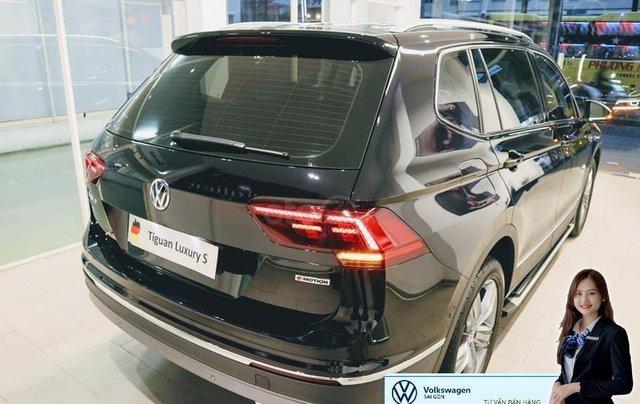 Volkswagen Tiguan Luxury S màu đen - KM cực tốt - giao ngay2