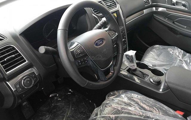Ford Explorer màu đen đẳng cấp 1.920 tỷ2
