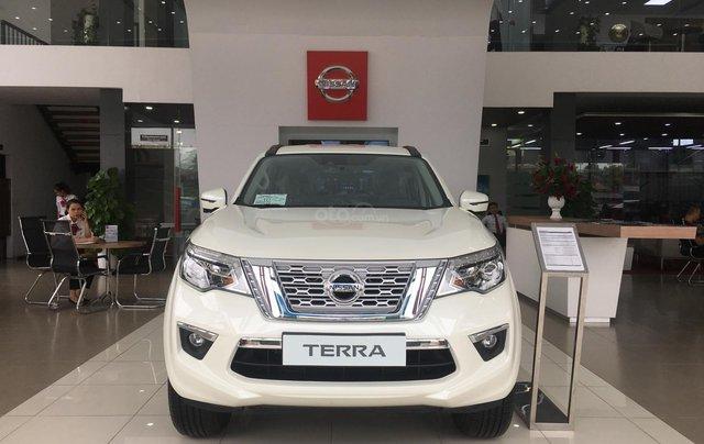 Cần bán Nissan Terra V, đủ xe, đủ màu giao ngay, vận chuyển miễn phí0