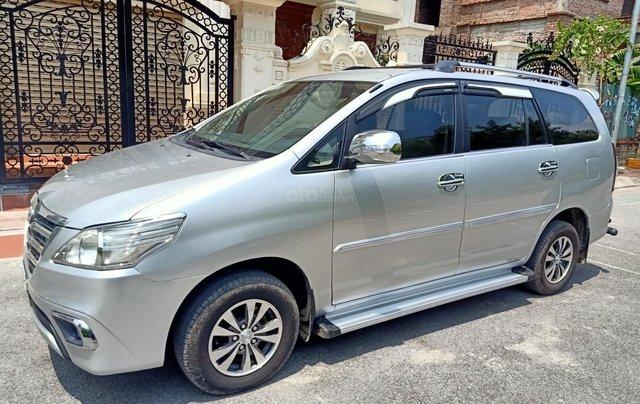 Cần bán Toyota Innova E 2014, số sàn, màu bạc đẹp, xe còn rất mới, anh Thành1