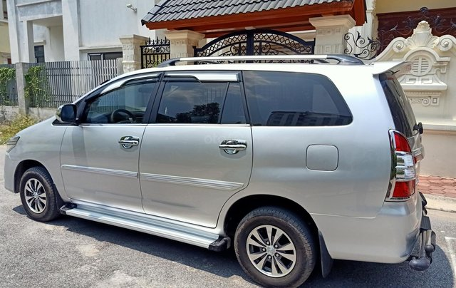Cần bán Toyota Innova E 2014, số sàn, màu bạc đẹp, xe còn rất mới, anh Thành2