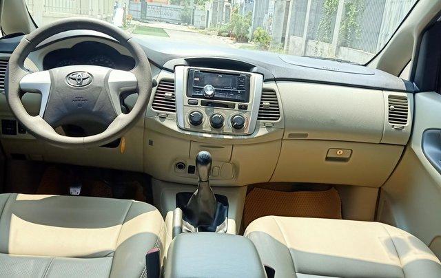 Cần bán Toyota Innova E 2014, số sàn, màu bạc đẹp, xe còn rất mới, anh Thành4