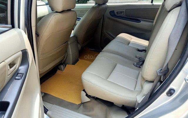 Cần bán Toyota Innova E 2014, số sàn, màu bạc đẹp, xe còn rất mới, anh Thành8
