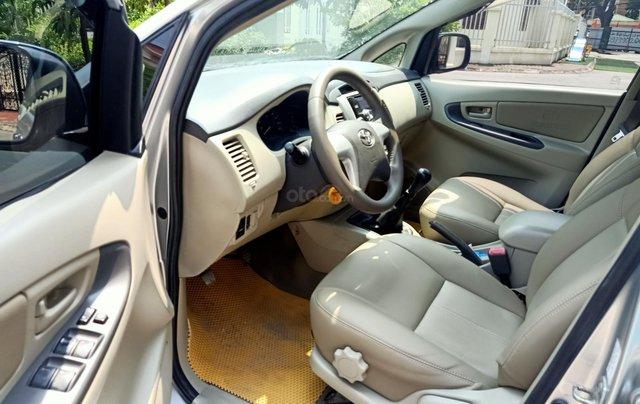 Cần bán Toyota Innova E 2014, số sàn, màu bạc đẹp, xe còn rất mới, anh Thành10