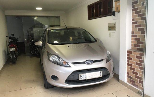Bán xe Ford Fiesta màu bạc đăng ký 24.12.2012, xe đẹp, giá chỉ 310 triệu0