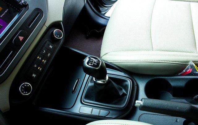 Bán xe Kia Rondo số sàn, màu xanh dương, một chủ cực đẹp mới như xe hãng6