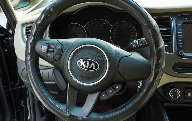 Bán xe Kia Rondo số sàn, màu xanh dương, một chủ cực đẹp mới như xe hãng8