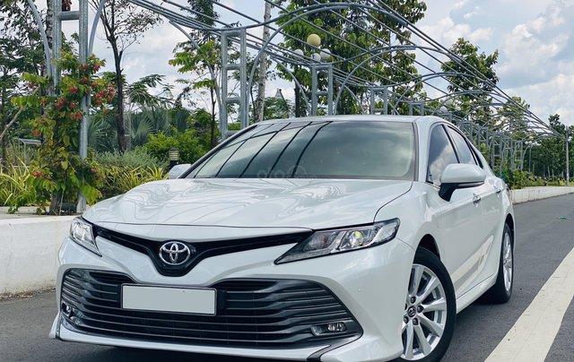 Xe cũ Toyota Camry 2.0E 2019, xe công ty xuất hóa đơn 100%, xe như mới, tiết kiệm hơn 100tr0