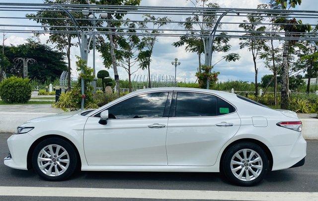 Xe cũ Toyota Camry 2.0E 2019, xe công ty xuất hóa đơn 100%, xe như mới, tiết kiệm hơn 100tr3